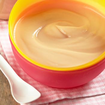 iogurte com fruta bebé